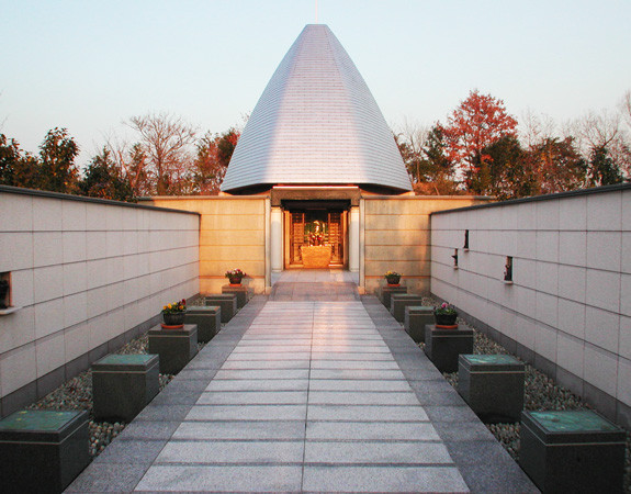 TOKYO REIEN CEMETERY MEMORIAL HALL